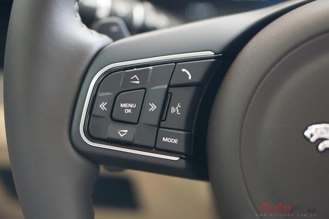 Đàm thoại rảnh tay, chỉnh chế độ âm thanh, tùy chọn trên màn hình cảm ứng.