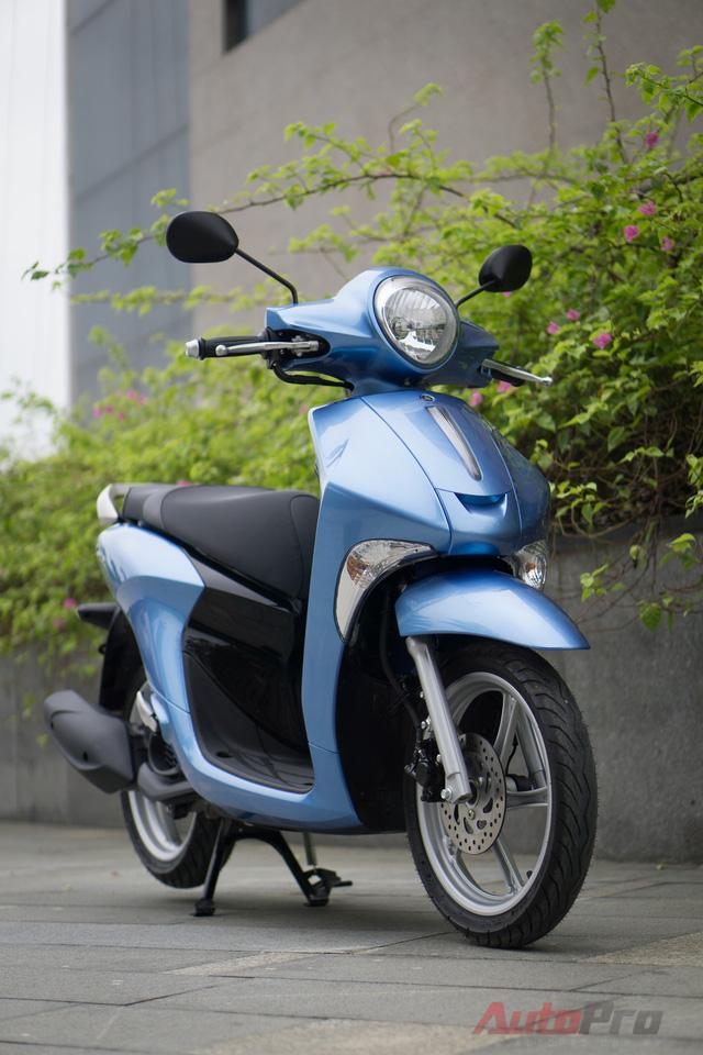 Yamaha Janus được trang bị động cơ Blue Core, 4 thì, SOHC, dung tích 125 phân khối, công nghệ phun xăng điện tử kết hợp cùng với hệ thống truyền động CVT giúp xe đạt công suất tối đa 9,5 mã lực tại vòng tua máy 8.000 vòng/phút, mô-men xoắn cực đại 9,6 Nm tại 5.500 vòng/phút. Xe hiện được bán với giá 27,49 triệu Đồng.