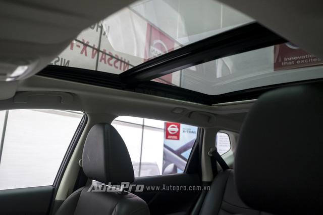 Điểm nổi bật nữa của Nissan X-trail còn ở cửa sổ trời toàn cảnh Panorama. Đây là một tính năng khá hiếm trong phân khúc crossover tại Việt Nam.