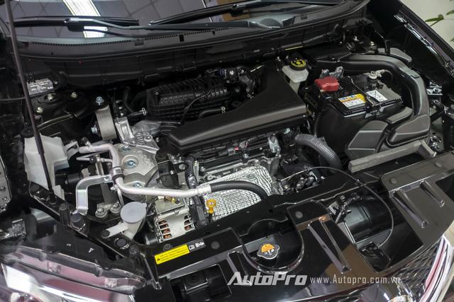 Tại Việt Nam, Nissan X-trail có 3 bản trang bị khác nhau với động cơ 2.0L và 2.5L. Trong ảnh là khối động cơ 2.5L có công suất 171 mã lực tại 6.000 vòng/phút và mô-men xoắn cực đại 233 Nm tại 4.000 vòng/phút.
