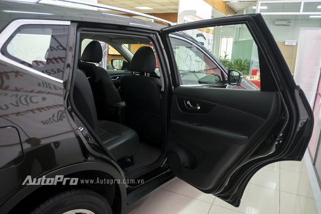 Điểm khá thú vị là cửa xe Nissan X-trail có thể mở với góc lên tới gần 90 độ giúp hành khách có thể ra vào dễ dàng.