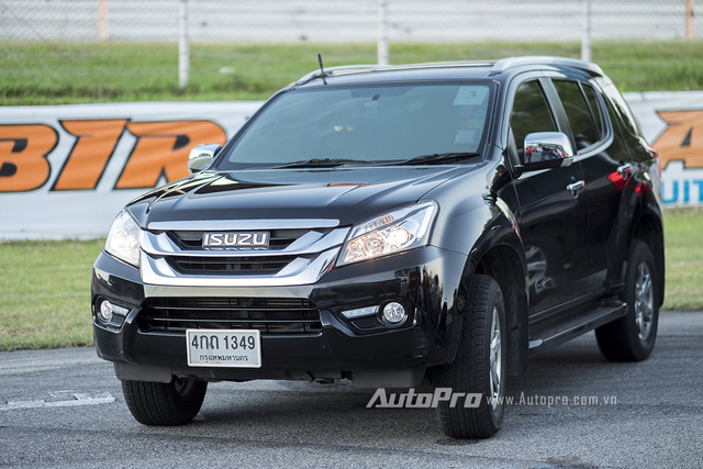 Isuzu MU-X là một mẫu SUV mới được ra mắt tại Việt Nam hồi cuối tháng 7/2016 vừa qua.