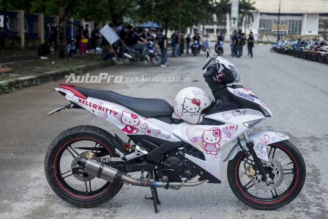 Tổng quan chiếc xe Yamaha Exciter 150 phiên bản Hello Kitty khá bắt mắt.