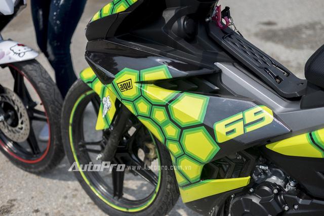 Chiếc xe Yamaha Exciter 150 phiên bản AGV Turtle gây ấn tượng với những mảng miếng như mai rùa trên toàn bộ thân xe.