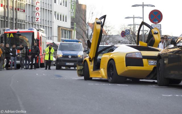 Trước khi tai nạn xảy ra lực lượng chức năng đã nhận được điện thoại thông báo có cuộc đua ồn ào trên phố.