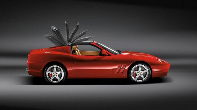 Ferrari 575 Superamerica: Đây chính là chiếc xe đã bất ngờ đã truyền cảm hứng cho Renault Wind. Thiết kế mui của xe đặc biệt khi được làm bằng kính. Khi hạ mui, mui xe bằng kính sẽ nằm phẳng trên khoang phía sau, và sau đó lật qua 180 độ quay về vị trí cũ.