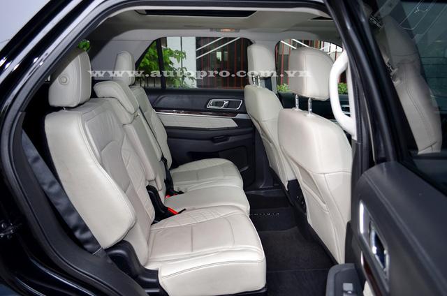 Thay đổi của Ford Explorer Platinum 2016 so với bản tiêu chuẩn được thể hiện rõ ràng hơn ở không gian nội thất. Bên trong xe là không gian nội thất được thiết kế khá đẹp mắt với ghế bọc da Nirvana.