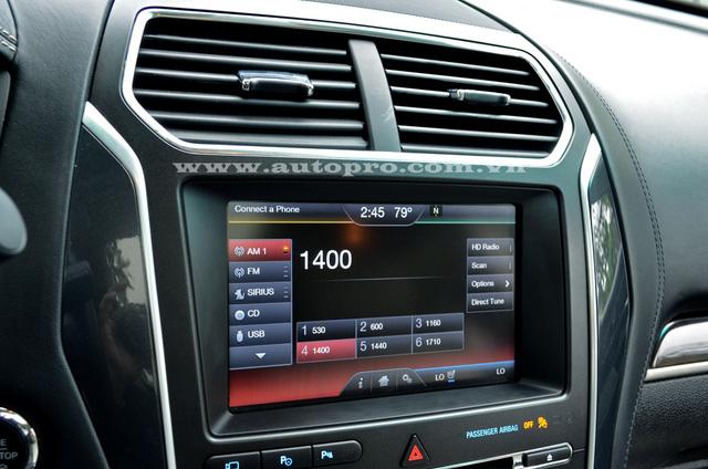 Màn hình cảm ứng 8 inch tích hợp thêm hệ thống kết nối MyFord Touch cùng nhiều tính năng an toàn.