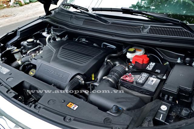 Sức mạnh của Ford Explorer Platinum 2016 bắt nguồn từ khối động cơ xăng V6, EcoBoost, dung tích 3,5 lít. Động cơ sản sinh công suất tối đa 365 mã lực và mô-men xoắn cực đại 474 Nm.