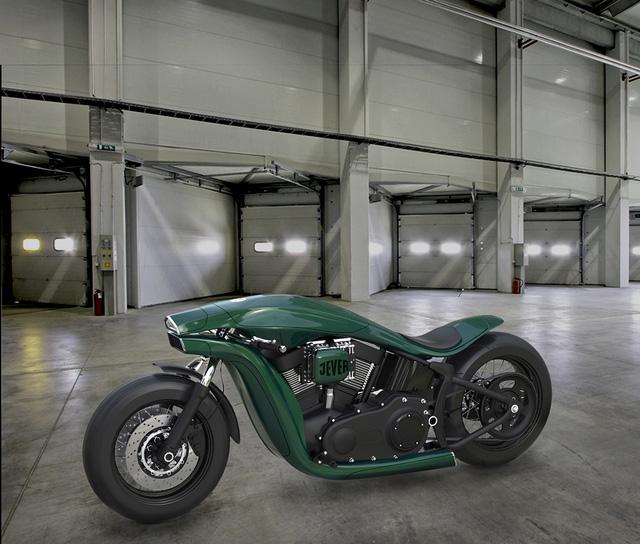Chiếc Harley-Davidson của tương lai được thiết kế với hai tông màu xanh rêu-đen mờ đối lập. Tổng thể xe được ví như việc dùng bình xăng mỏng và ống xả đôi ốp vào động cơ.