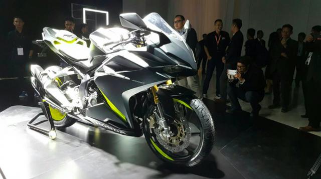 Đèn pha và đèn hậu LED. Honda CBR250RR 2016 được tích hợp 3 chế độ lái cho từng loại đường trường cũng như người lái thích hợp.
