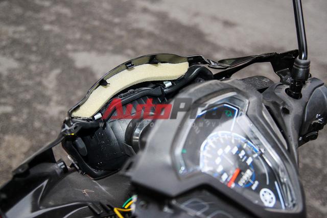 Điểm đáng khen của Yamaha là ở các chi tiết kết nối có thể gây ra tiếng ồn, hãng này đều trang bị những miếng mút/cao su để giảm tiếng ồn khi nhựa va chạm.