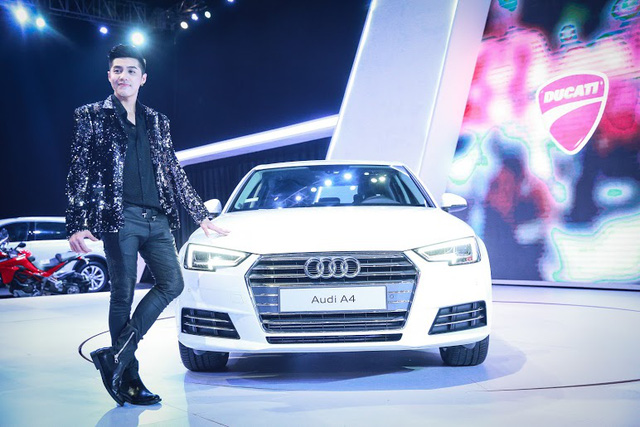 Noo tạo dáng bên chiếc Audi A4, thành viên mới của Audi tại Việt Nam với giá bán 1,65 tỷ đồng.