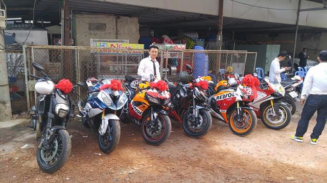 Ngoài ra, trong đoàn còn có sự góp mặt của chiếc cruiser Ducati Diavel 2015 ngoài cùng bên trái hay bộ đôi Honda CBR600RR và Kawasaki Z1000.