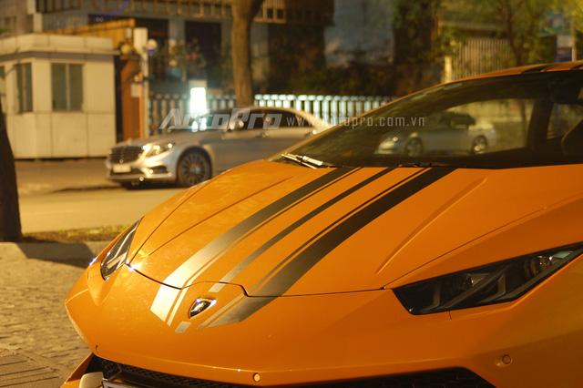 Lamborghini Huracan LP 610-4 sở hữu động cơ V10, dung tích 5,2 lít, sản sinh công suất tối đa 610 mã lực tại vòng tua máy 8.250 vòng/phút và mô-men xoắn cực đại 560 Nm tại vòng tua máy 6.500 vòng/phút. Siêu bò mất 3,2 giây để tăng tốc từ 0-100 km/h trước khi đạt vận tốc tối đa 325 km/h.