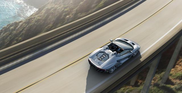 Các thông số ấn tượng của Lamborghini Centenario mui trần gồm có: động cơ V12, dung tích 6,5 lít, hút khí tự nhiên, công suất cực đại 770 mã lực tại 8.500 vòng/phút, mô-men xoắn cực đại 690 Nm tại 5.500 vòng/phút, dẫn động 4 bánh toàn thời gian và hộp số ISR 7 cấp. Lamborghini Centenario mui trần tăng tốc từ 0-100 km/h chỉ trong 2,9 giây trước khi đạt vận tốc tối đa trên 350 km/h.