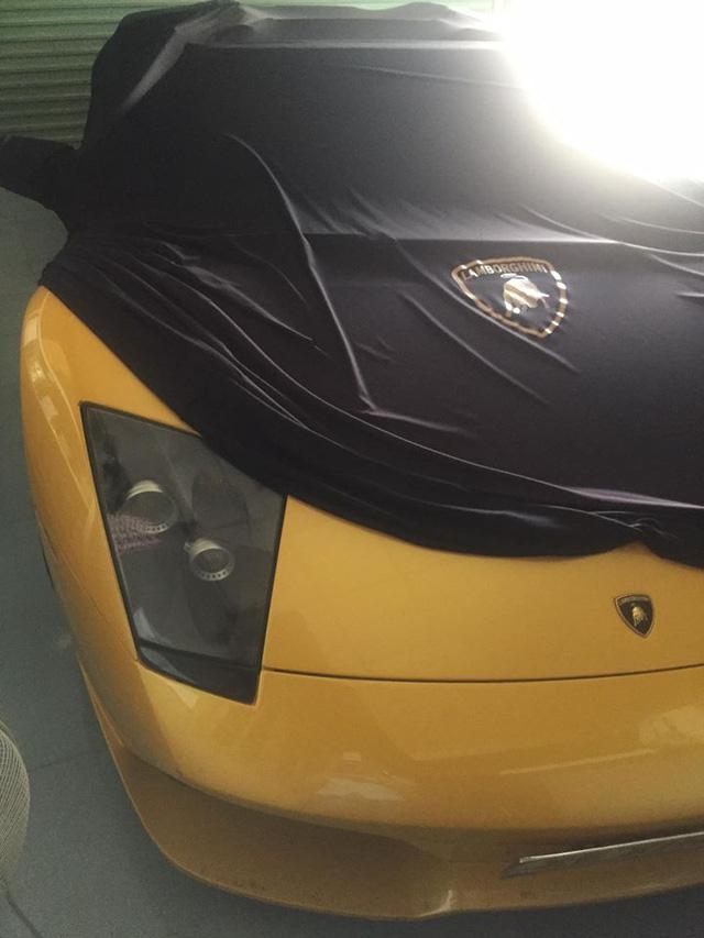 Trước đó, vào cuối tháng 4/2015, giới chơi xe Việt Nam đã vô cùng bất ngờ và sốc khi siêu xe Lamborghini Murcielago LP640 mui trần độc nhất Việt Nam bị cơ quan cảnh sát điều tra do gắn biển giả để trốn thuế. Tại thời điểm bị bắt giữ, siêu xe này thuộc sở hữu của người chơi xe tại Gia Lai.
