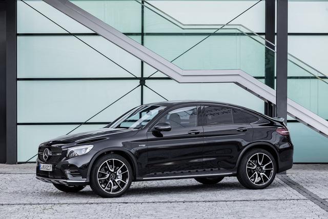 Chưa hết, Mercedes-AMG GLC 43 4Matic Coupe còn chỉ tiêu thụ lượng nhiên liệu trung bình 8,4 lít/100 km theo tiêu chuẩn đánh giá tại châu Âu.