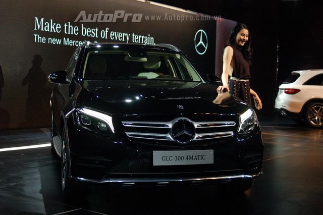 Vào chiều nay, ngày 21/4/2016, Mercedes-Benz đã chính thức ra mắt mẫu xe SUV hoàn toàn mới mang tên gọi GLC với 2 phiên bản GLC 250 4Matic và GLC 300 AMG tại thị trường Việt Nam. Mercedes-Benz GLC được xem như phiên bản nâng cấp của dòng GLK quen thuộc với người tiêu dùng Việt Nam.