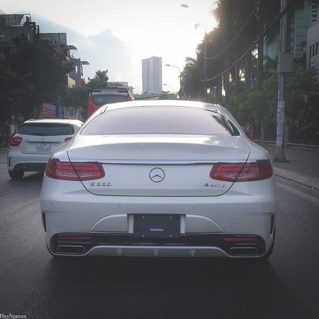 Mercedes S550 Coupe phiên bản Mỹ trên phố Hà Nội. Ảnh: Huy Cận.