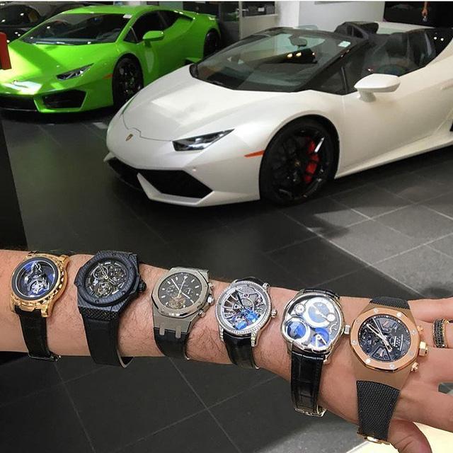 """Một đại gia khoe bộ sưu tập đồng hồ trị giá 2 triệu USD với những tên tuổi như Audermars Piguet, Hublot hay Greubel Forsey cùng dàn siêu xe trong gara. Điều này chứng tỏ chủ nhân của chúng là một """"tay chơi"""" chính hiệu."""
