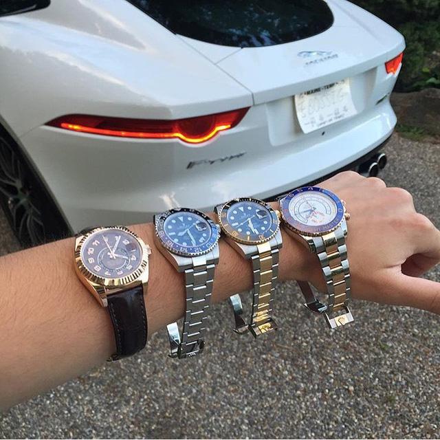 """Thật khó mà lựa chọn giữa bốn chiếc đồng hồ Rolex để đồng hành cùng chiếc siêu xe Jaguar F- Type. Đúng với tên gọi """"Báo gấm"""", F –Type trang bị hệ dẫn động 4 bánh toàn thời gian và động cơ V8, siêu nạp, dung tích 5.0 lít, sản sinh công suất tối đa 550 mã lực."""