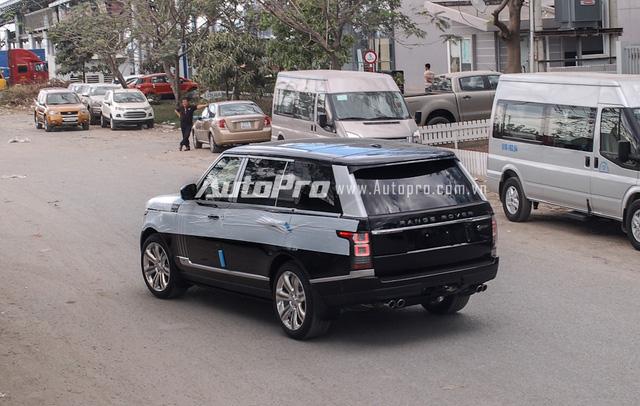 Range Rover SVAutobiography LWB 2016 đầu tiên xuất hiện tại Việt Nam chỉ mang ngoại thất đen bóng. Bên cạnh đó là nhiều chi tiết hàng thửa của phiên bản giới hạn Black Edition như...