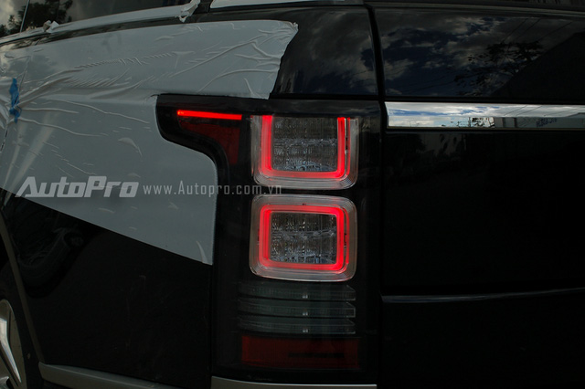 Cụm đèn hậu LED không có viền đỏ bao quanh cũng là dấu hiệu nhận biết cho phiên bản giới hạn.