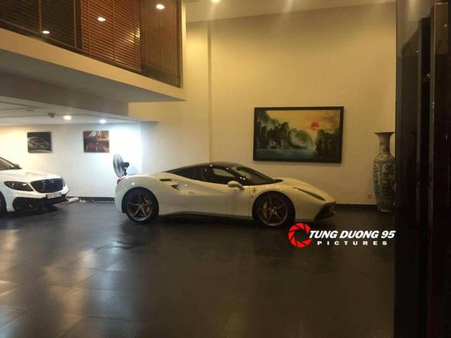 Ferrari 488 GTB xuất hiện bên trong garage của vị đại gia Phố Núi. Ảnh: Tung Duong 95.