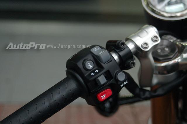 Người dùng có thể dễ dàng điều chỉnh các chế độ chạy qua nút bấm được tích hợp bên tay lái trái.