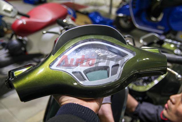 Phần đầu xe bao gồm 2 bộ phận chính: đèn chiếu sáng và đồng hồ.