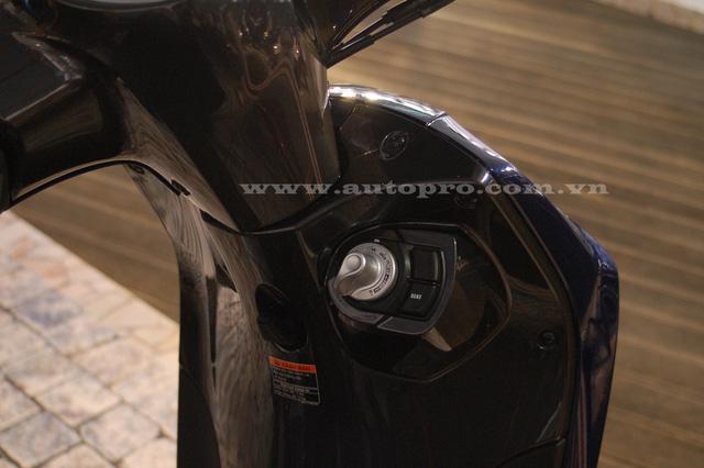 Hệ thống khóa thông minh lần đầu được trang bị trên các mẫu xe của Yamaha, với hững tính năng nổi bật như mở khoá cổ, khởi động, tắt máy không cần bóp thắng và định vị.
