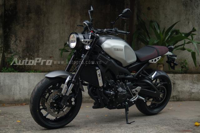 Dựa trên thiết kế của chiếc nakedbike Yamaha MT-09, hãng dộ Roland Sands nổi tiếng đã mang đến cho XSR900 ngoại hình theo phong cách Café Racer đầy lãng tử. Chiếc xe ra mắt lần đầu tại triển lãm SEMA 2015, nhanh chóng nhận được nhiều sự đón nhận của các biker trên thế giới.