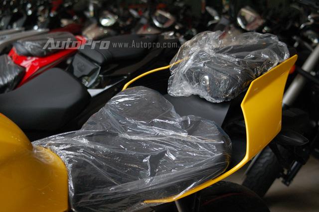 Ngoài phiên bản kỷ niệm 60 năm trên YZF-R1, những chiếc Yamaha XSR900 2016 trong bộ áo đặc trưng vàng-đen và trắng cũng sẽ cập bến thị trường Việt Nam trong tháng 7 sắp tới.
