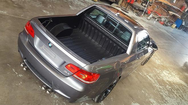 &lt;br /&gt;<br /> Ngoài ra, Mad Dog Racing còn tiết lộ cấu trúc của chiếc BMW M3 này rắn chắc đến mức có thể được sử dụng như xe bán tải thông thường. Có thể thấy chiếc BMW M3 phiên bản bán tải được trang bị trụ B dày dặn và thùng sau cũng sơn lớp chống trầy xước.&lt;br /&gt;<br />