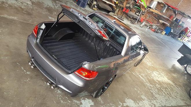 &lt;br /&gt;<br /> Tuy nhiên, cửa trên thùng sau của chiếc BMW M3 phiên bản bán tải lại vẫn mở lên trên như xe tiêu chuẩn.&lt;br /&gt;<br />