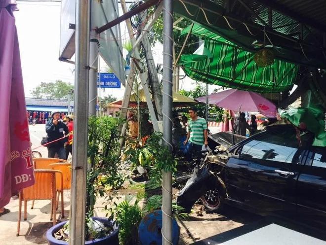 Ngoài thanh niên điều khiển xe ba gác, không còn ai bị thương trong vụ tai nạn liên hoàn.