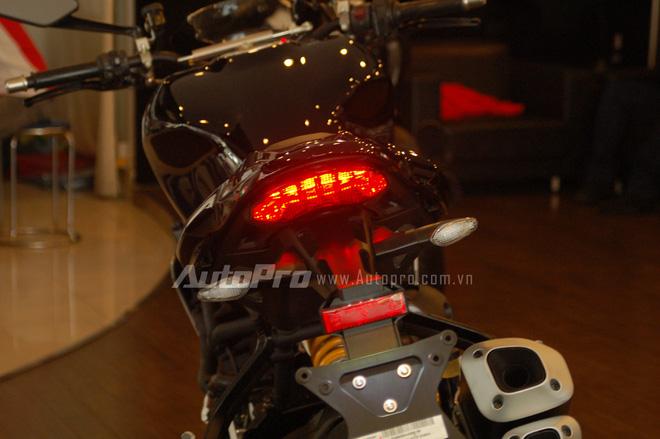 Cụm đèn hậu LED được tinh chỉnh lại và vuốt nhọn hơn so với trước. Kiểu thiết kế này tương tự những mẫu xe Panigale.