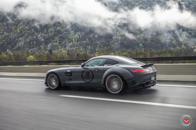 Trong đó, Mercedes AMG GTS kẻ hậu duệ của siêu xe cửa cánh chim SLS AMG vừa có bộ ảnh khá ấn tượng tại đây.