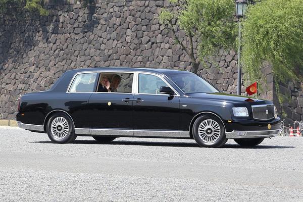 Toyota Century Royal xe dành cho hoàng gia Nhật Bản