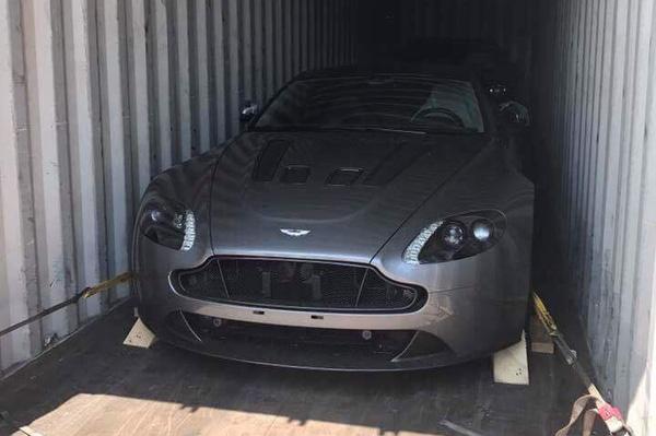Aston Martin V12 Vantage S đầu tiên cập bến Campuchia, đại gia Việt