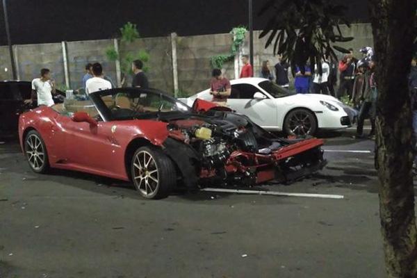 siêu xe Ferrari California thành đống sắt khi cho bạn mượn xe