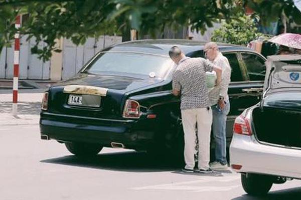 Quảng Ninh: Rolls-Royce Phantom mạ vàng, chạy taxi, đổ xăng giữa đường