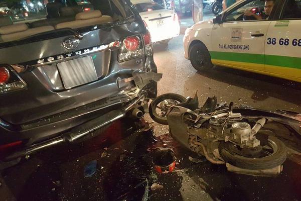 Gò Vấp: Honda Airblade gây tai nạn với xe Toyota Fortuner lúc nửa đêm