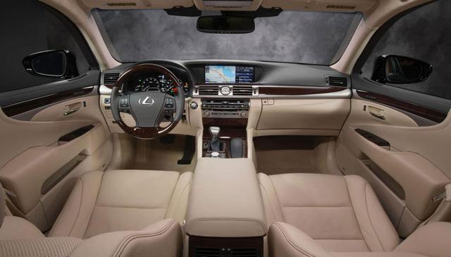 Không gian nội thất của xe sang Lexus LS 2015.