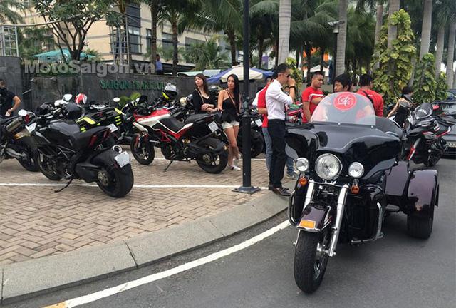 Harley-Davidson Glide 3 bánh đồ sộ.