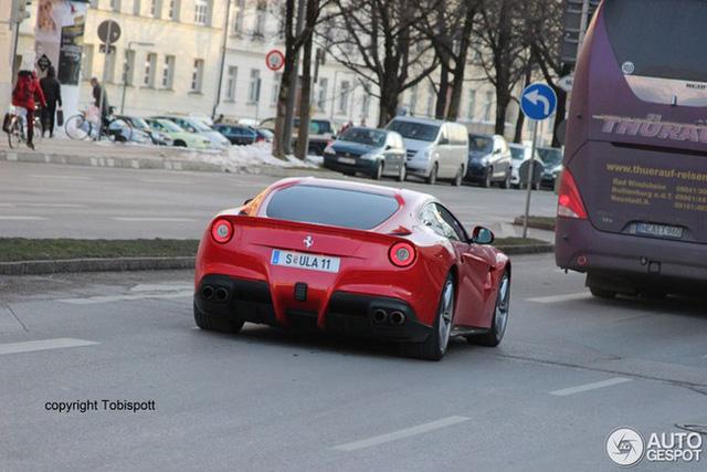 """Cựu chủ tịch Volkswagen """"chịu chơi"""" với siêu xe Porsche mang phong cách Bugatti - Ảnh 1."""