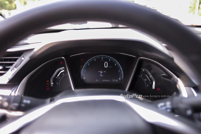 Tại thị trường Mỹ, mặc dù đèn báo phanh tay hoạt động trên bảng điều khiển nhưng vẫn có thể khiến chiếc xe bị trôi.