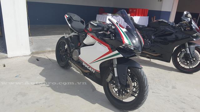 Trái tim của Ducati 1199 Panigale S là khối động cơ Superquadro dạng L-Twin, dung tích 1.198 phân khối, làm mát bằng nước. Kết hợp với hộp số 6 cấp, động cơ sản sinh công suất 195 mã lực tại 10.750 vòng/phút và mô-men xoắn cực đại 132 Nm tại 9.000 vòng/phút.