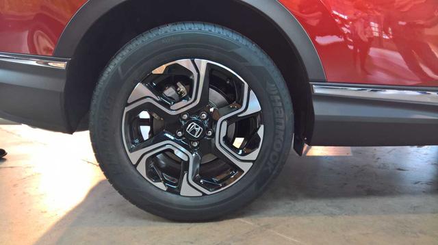 Theo kế hoạch, Honda CR-V thế hệ mới sẽ chính thức trình làng trong triển lãm Los Angeles 2016 diễn ra vào tháng 11 tới. Hiện giá bán của đối thủ dành cho Mazda CX-5, Hyundai Tucson và Toyota RAV4 vẫn chưa được công bố.
